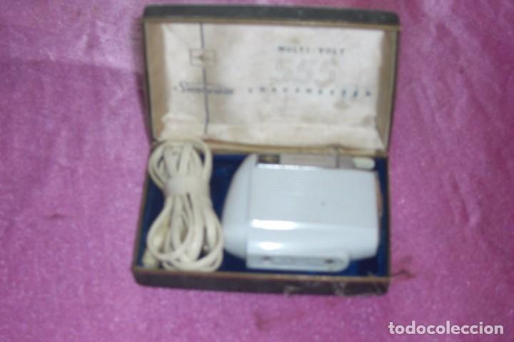 MÁQUINA DE AFEITAR SUNBEAM MULTI-VOLT 555 SHAVEMASTERS AÑOS 50-60 (Antigüedades - Técnicas - Barbería - Maquinillas Antiguas)