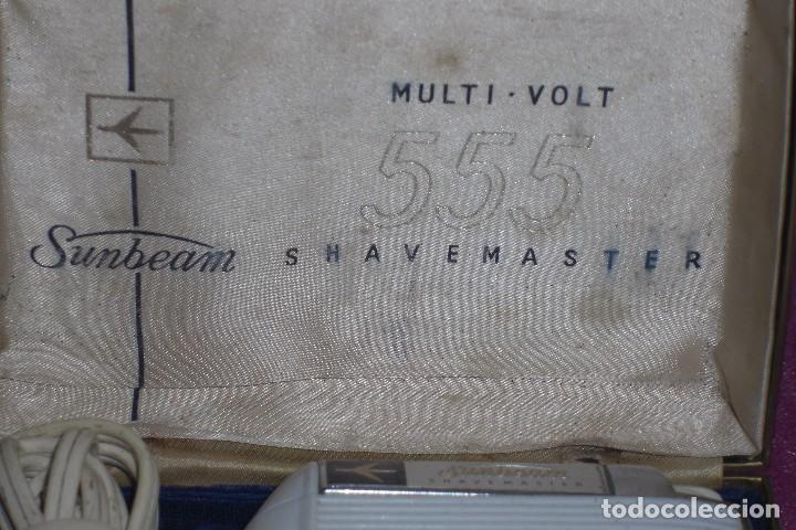 Antigüedades: MÁQUINA DE AFEITAR SUNBEAM MULTI-VOLT 555 SHAVEMASTERS AÑOS 50-60 - Foto 2 - 84579668