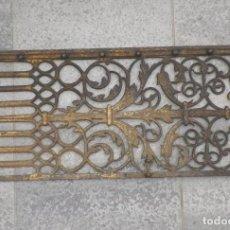 Antigüedades: PRECIOSA REJA GOTICA-PLATERESCA ESPAÑOLA DE HIERRO FORJADO Y DORADO AL FUEGO. Lote 84595296