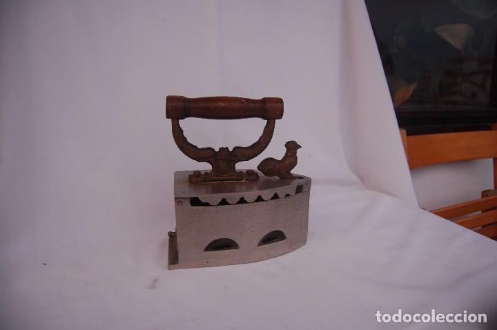Antigüedades: ANTIGUA PLANCHA DE ACERO PARA CARBÓN CON PARRILLA INTERIOR - Foto 2 - 84598200