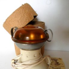 Antigüedades: MOLINILLO DE CAFÉ ELÉCTRICO PEUGEOT. MOD. LION. FRANCIA. CA. 1952. ¡CAJA E INSTRUCCIONES ORIGINALES!. Lote 72084019