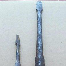 Antigüedades: LOTE DE 2 ANTIGUOS DESTORNILLADORES. MUY FUERTES. 29 Y 15 CM DE LARGO. Lote 84796984