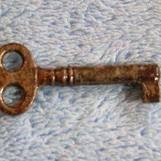 Antigüedades: LLAVE METALICA DE ARMARIO. Lote 84816000