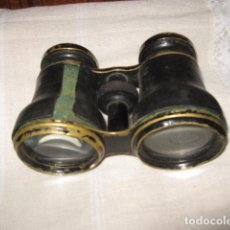 Antigüedades: PRISMÁTICOS ANTIGUOS DE CAMPO EN BRONCE CUERO TOCADOS. 10 X 8 CMS.. Lote 40041869