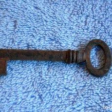 Antigüedades: LLAVE DE FORJA. DE ARMARIO.. Lote 84989096