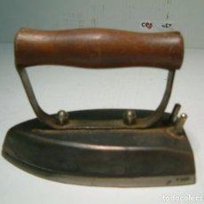 Antigüedades: PLANCHA ANTIGUA ELÉCTRICA AÑOS 50 (SIN CABLE). Lote 85071896