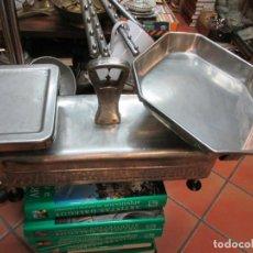 Antigüedades: RARA Y OPERATIVA BALANZA TENDERA EN ACERO INOX - APROX 10 KILOS FUERZA, HACIA 1960 + INFO. Lote 85072700