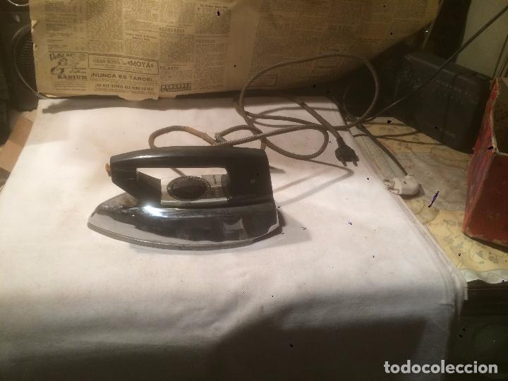 ANTIGUA PLANCHA ELÉCTRICA MARCA MATIC PLUME AÑOS 60 EN CAJA ORIGINAL (Antigüedades - Técnicas - Planchas Antiguas - Eléctricas)