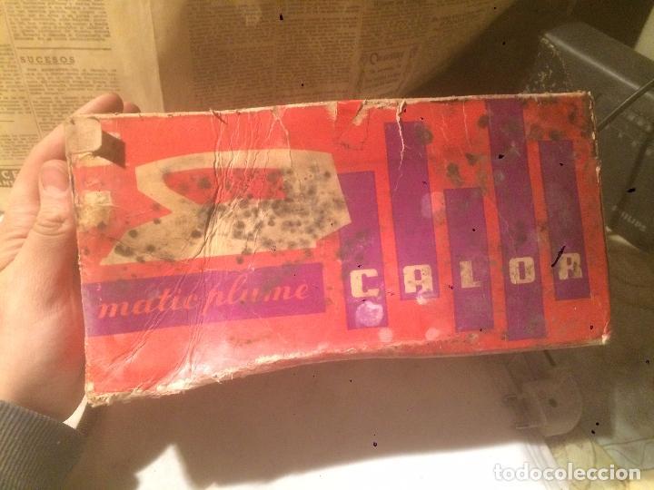 Antigüedades: Antigua plancha eléctrica marca Matic Plume años 60 en caja original - Foto 13 - 85253944