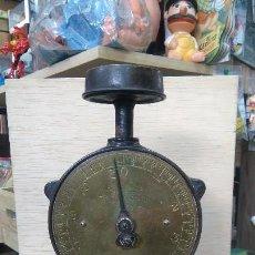 Antigüedades: ANTIGUA BALANZA INGLESA MARCA SALTER'S, PESA HASTA 10 KGS EN MUY BUEN ESTADO Y FUNCIONANDO. . Lote 85606660