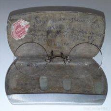 Antigüedades: GAFAS. QUEVEDO. MONTURA EN METAL DORADO. ESTUCHE ORIGINAL EN ALUMINIO. BARCELONA. XIX-XX.. Lote 85523648