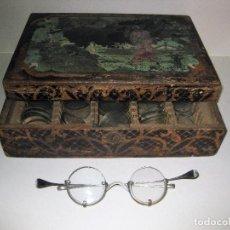Antigüedades: LOTE CAJA DE MADERA CON LENTES , CRISTALES GRADUADAS , GAFAS OPTOMETRISTA OPTICO OPTICA. Lote 85808248