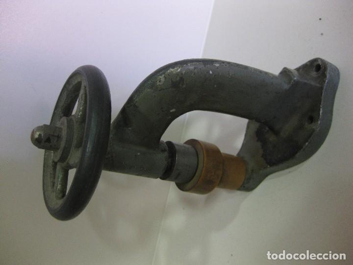 Antigüedades: caja brocas bergeon torno para cristales . optica gafas relojero optico lentes optometrista - Foto 2 - 85809720