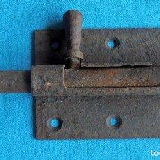 Antigüedades: CERROJO MUY ANTIGUO DE HIERRO, PESTILLO. Lote 85923260