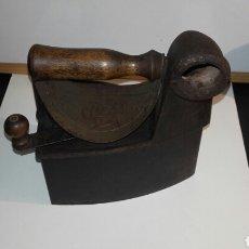 Antigüedades: PLANCHA DE CARBON ANTIGUA CON ESVASTICA. Lote 86237292