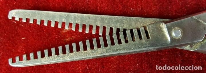 Antigüedades: PAREJA DE TIJERAS DE PELUQUERÍA EN METAL. VACIADORAS. RICART Y SOLINGEN. CIRCA 1950. - Foto 3 - 86266316