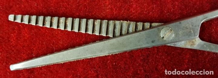 Antigüedades: PAREJA DE TIJERAS DE PELUQUERÍA EN METAL. VACIADORAS. RICART Y SOLINGEN. CIRCA 1950. - Foto 5 - 86266316