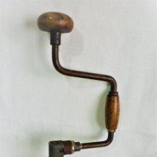 Antigüedades: ANTIGUO TALADRO BERBIQUI MANUAL EN MUY BUEN ESTADO 1.300 GRS 37 CMS.MADERA SANA. Lote 86677720
