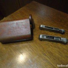 Antigüedades: ANTIGUO KIT DE HERRAMIENTAS WHIT WORTH PARA ROSCAS,TORNILLOS,EN SU ESTUCHE DE MADERA. Lote 86756068