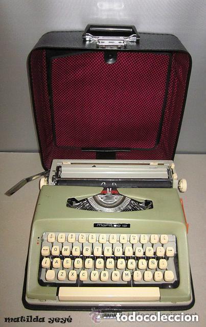 MÁQUINA DE ESCRIBIR MARITSA 12 MADE IN BULGARIA TONOS VERDES CON ESTUCHE ORIGINAL (Antigüedades - Técnicas - Máquinas de Escribir Antiguas - Otras)