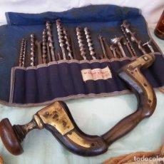 Antigüedades: ANTIGUO TALADRO BERBIQUÍ + JUEGO 24 BROCAS. AÑOS 30 ANTIQUE BERBIQUI DRILL:. Lote 86950276