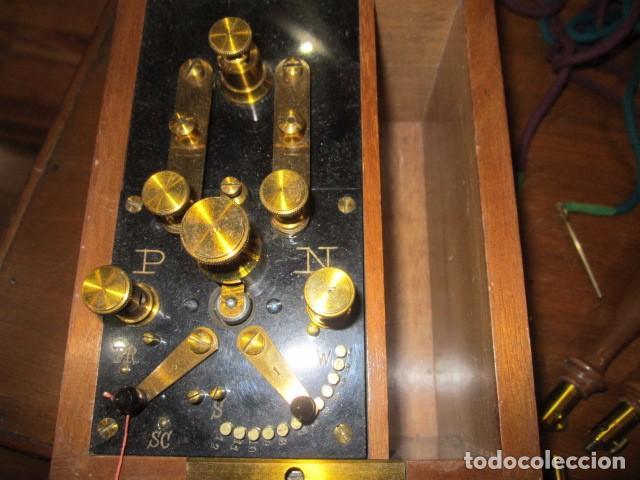Antigüedades: Antiguo aparato médico para dar corrientes. 12 x 16 x 13 cms. altura. - Foto 2 - 87321840