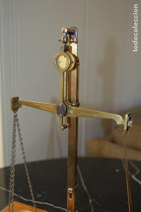 Antigüedades: Magnífica y antigua balanza de farmacia, ¨PHILIPS HARRIS´ bronce, marfil y caoba, 1865. - Foto 3 - 87343088