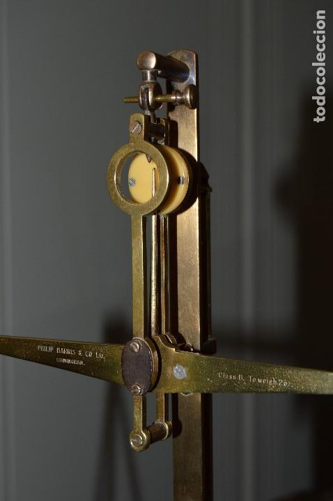 Antigüedades: Magnífica y antigua balanza de farmacia, ¨PHILIPS HARRIS´ bronce, marfil y caoba, 1865. - Foto 4 - 87343088