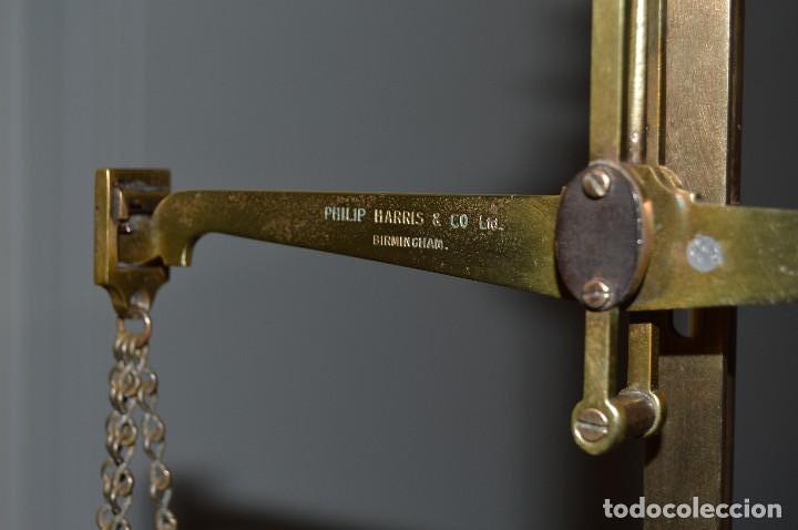 Antigüedades: Magnífica y antigua balanza de farmacia, ¨PHILIPS HARRIS´ bronce, marfil y caoba, 1865. - Foto 5 - 87343088