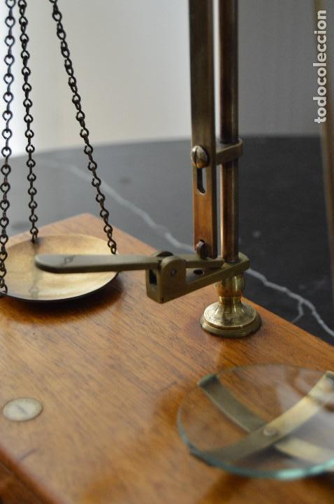 Antigüedades: Magnífica y antigua balanza de farmacia, ¨PHILIPS HARRIS´ bronce, marfil y caoba, 1865. - Foto 8 - 87343088