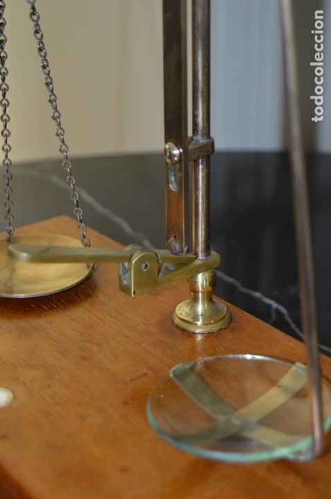 Antigüedades: Magnífica y antigua balanza de farmacia, ¨PHILIPS HARRIS´ bronce, marfil y caoba, 1865. - Foto 9 - 87343088