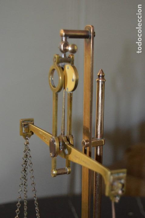 Antigüedades: Magnífica y antigua balanza de farmacia, ¨PHILIPS HARRIS´ bronce, marfil y caoba, 1865. - Foto 10 - 87343088