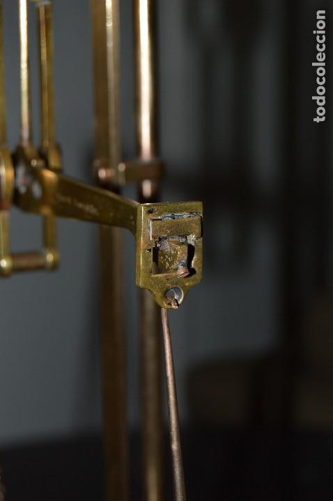Antigüedades: Magnífica y antigua balanza de farmacia, ¨PHILIPS HARRIS´ bronce, marfil y caoba, 1865. - Foto 11 - 87343088