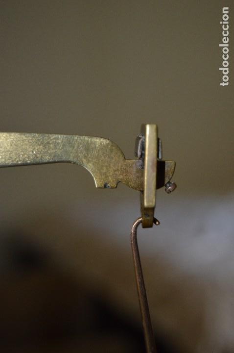 Antigüedades: Magnífica y antigua balanza de farmacia, ¨PHILIPS HARRIS´ bronce, marfil y caoba, 1865. - Foto 13 - 87343088