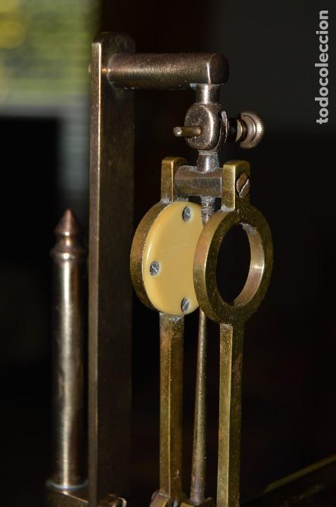 Antigüedades: Magnífica y antigua balanza de farmacia, ¨PHILIPS HARRIS´ bronce, marfil y caoba, 1865. - Foto 16 - 87343088
