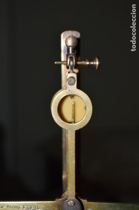 Antigüedades: Magnífica y antigua balanza de farmacia, ¨PHILIPS HARRIS´ bronce, marfil y caoba, 1865. - Foto 17 - 87343088