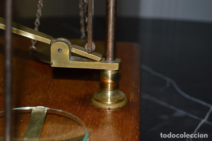 Antigüedades: Magnífica y antigua balanza de farmacia, ¨PHILIPS HARRIS´ bronce, marfil y caoba, 1865. - Foto 19 - 87343088