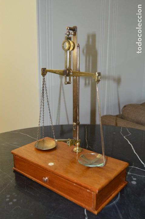 Antigüedades: Magnífica y antigua balanza de farmacia, ¨PHILIPS HARRIS´ bronce, marfil y caoba, 1865. - Foto 20 - 87343088