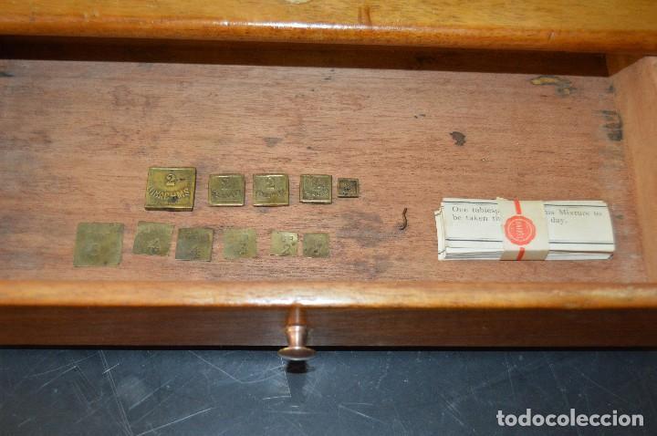 Antigüedades: Magnífica y antigua balanza de farmacia, ¨PHILIPS HARRIS´ bronce, marfil y caoba, 1865. - Foto 21 - 87343088