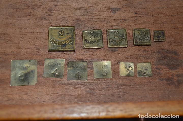 Antigüedades: Magnífica y antigua balanza de farmacia, ¨PHILIPS HARRIS´ bronce, marfil y caoba, 1865. - Foto 22 - 87343088