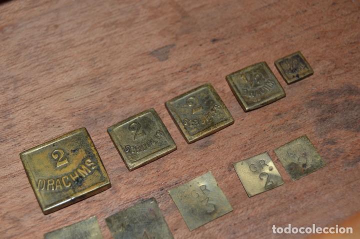 Antigüedades: Magnífica y antigua balanza de farmacia, ¨PHILIPS HARRIS´ bronce, marfil y caoba, 1865. - Foto 23 - 87343088
