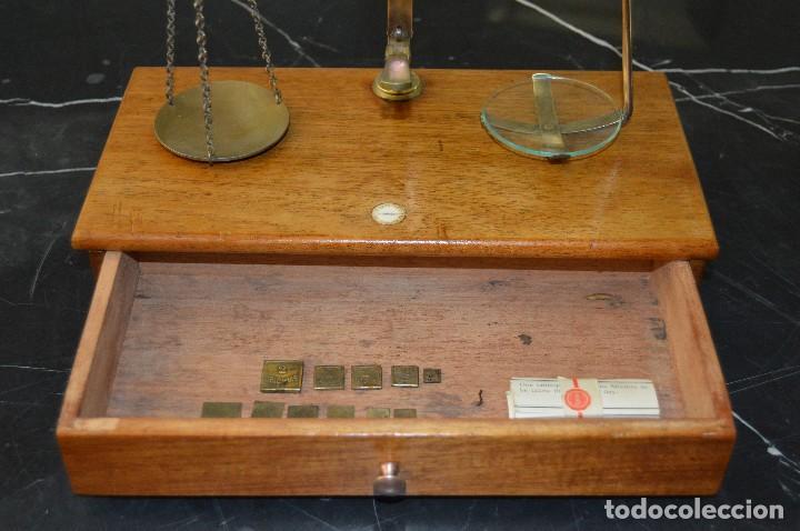 Antigüedades: Magnífica y antigua balanza de farmacia, ¨PHILIPS HARRIS´ bronce, marfil y caoba, 1865. - Foto 25 - 87343088