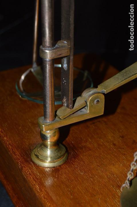 Antigüedades: Magnífica y antigua balanza de farmacia, ¨PHILIPS HARRIS´ bronce, marfil y caoba, 1865. - Foto 28 - 87343088