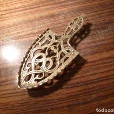 Antigüedades: SOPORTE PARA PLANCHA DE BRONCE . Lote 87355968