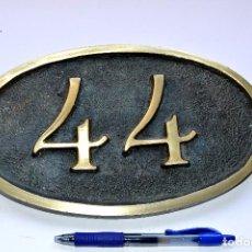 Antigüedades: PLACA DE BRONCE Nº 44 DE 25 CM DE LARGO POR 15 CM DE ANCHO. Lote 87405320