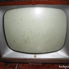 Antigüedades: ANTIGUA TELEVISION TELEVISOR PHILIPS 44/39/39 CAJA EN MADERA AÑOS 50 ?. Lote 87487916