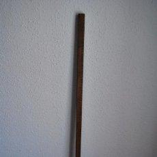 Antigüedades: ANTIGUO METRO PARA MEDIR TELAS - MERCERÍA - TIENDA - MADERA Y METAL - REGLA - 1 METRO. Lote 87541692