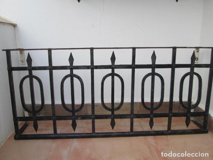 BONITO ANTEPECHO DE FORJA REMACHADA. AÑOS 40. (Antigüedades - Técnicas - Cerrajería y Forja - Forjas Antiguas)