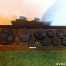 Antigüedades: MUY BONITO Y COMPLETO JUEGO DE 12 PESAS DE HIERRO Y BRONCE DESDE 5 G HASTA 2000 G (P06). Lote 87685328