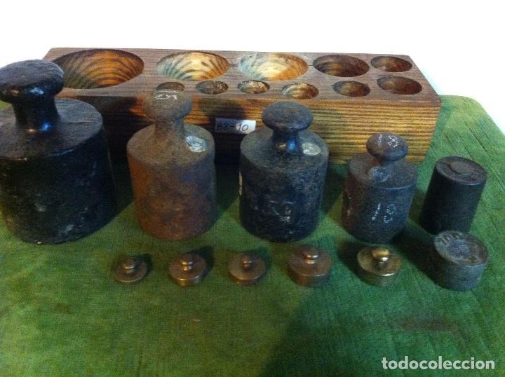 Antigüedades: EXTRAORDINARIO JUEGO DE 11 ANTIGUAS PESAS DE HIERRO Y BRONCE desde 5g hasta 2000 g (P09) - Foto 3 - 87685976